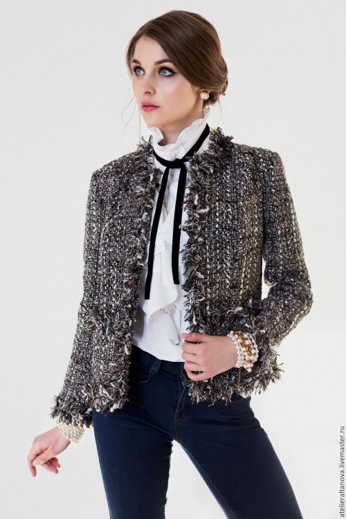 Твидовый жакет и блузка с лентой