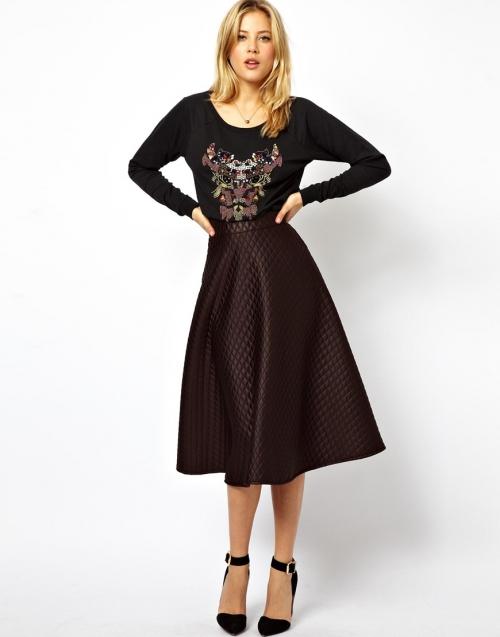 Коричневая широкая юбка