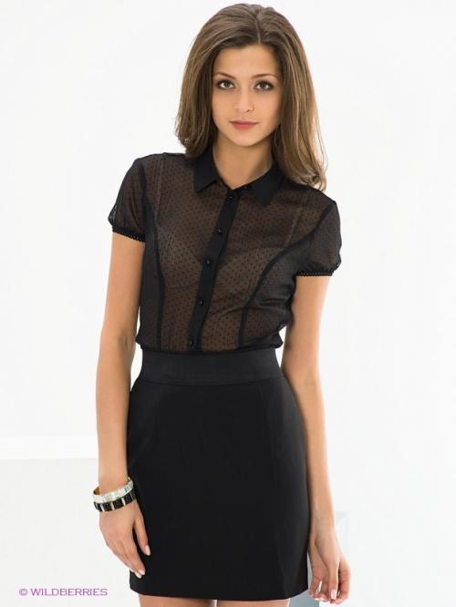 Шифоновая блузка и черная юбка