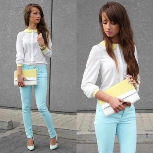 Белая блузка и мятные брюки
