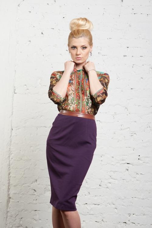 Узкая фиолетовая юбка