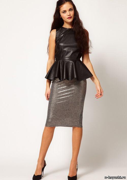 Серая юбка-карандаш с черной блузкой