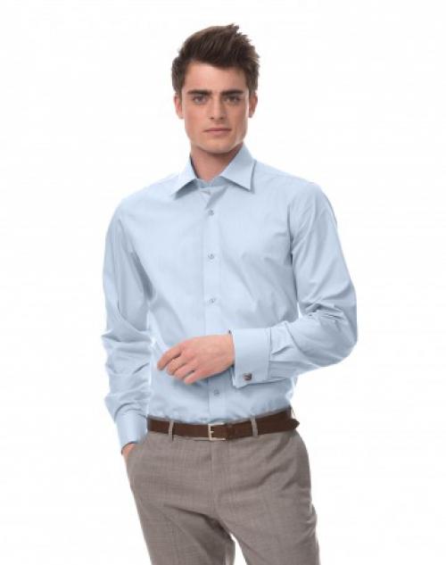 Мужчина в рубашке с запонками