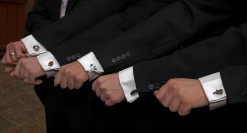 Запонки на рукавах рубашек