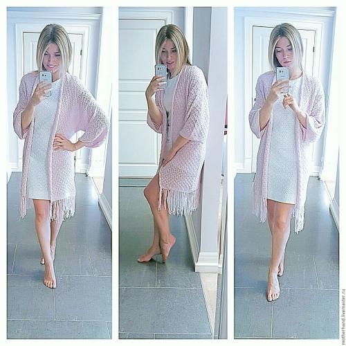 Розовый кардиган и белое платье