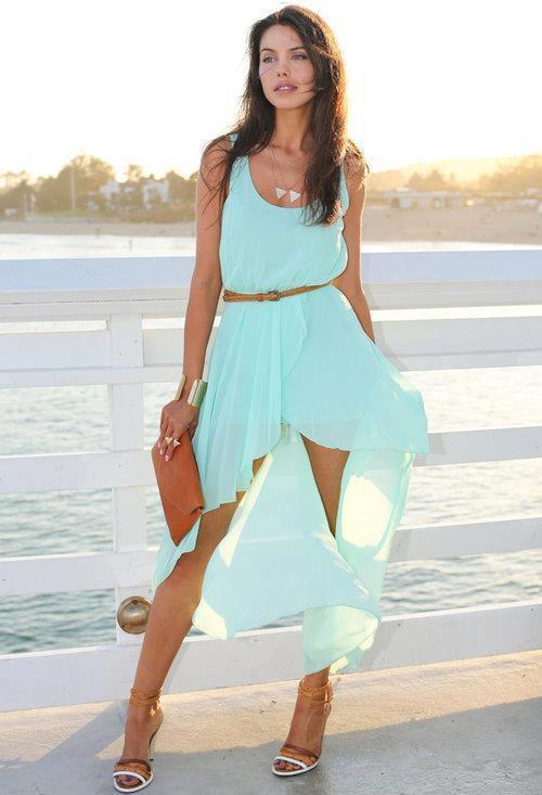 Струящееся мятное платье