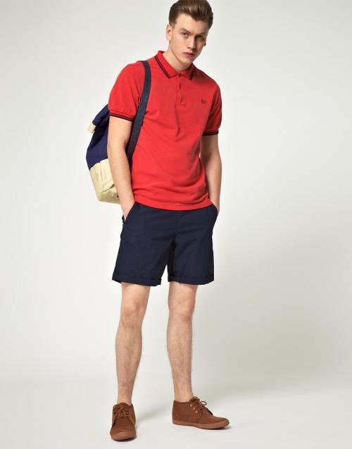 Ярко-красная рубашка с короткими рукавами