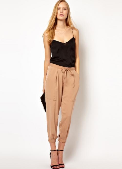 Женские брюки бежевого цвета